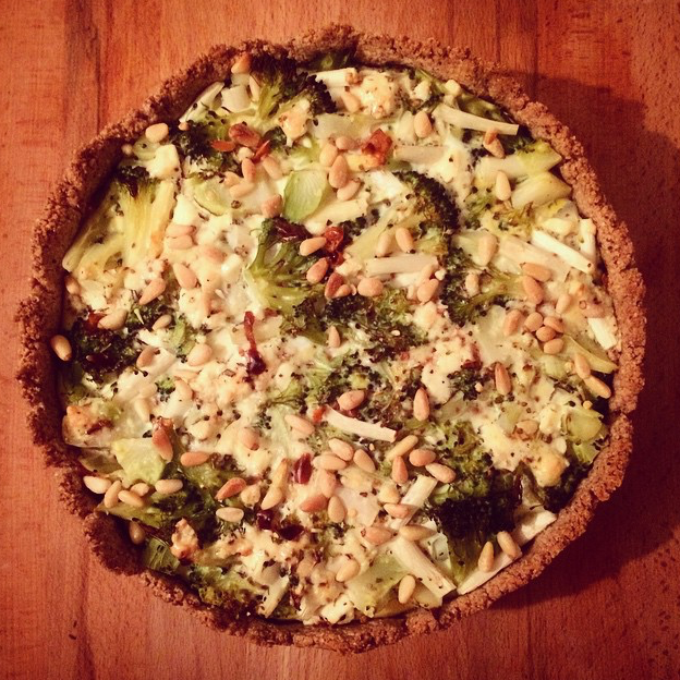 Broccoli quiche met amandelbodem
