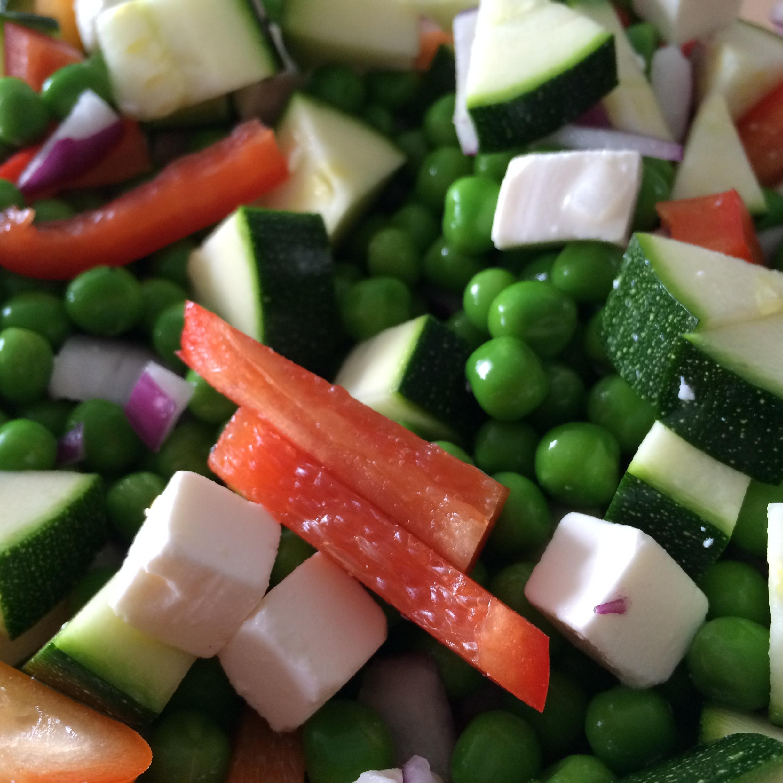 Salade van erwten en rauwe courgette