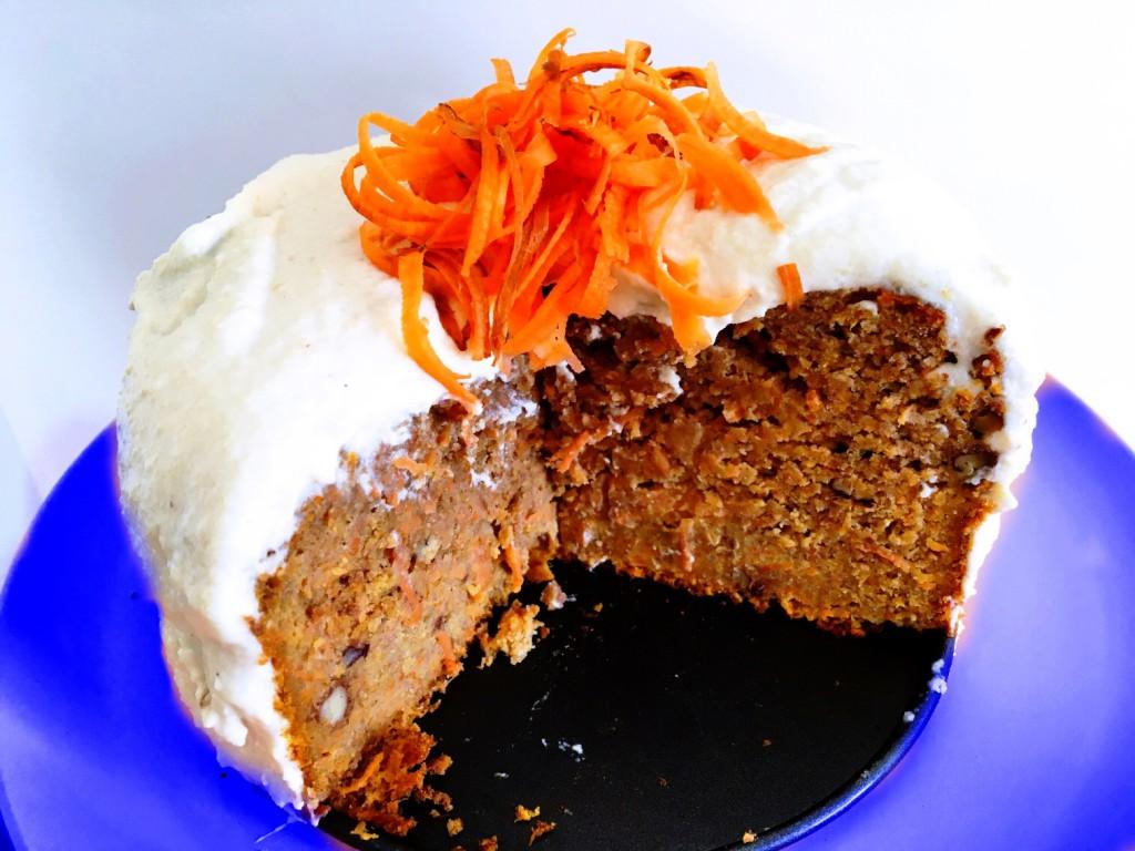 Gezonde carrot cake met een cashewnoten frosting