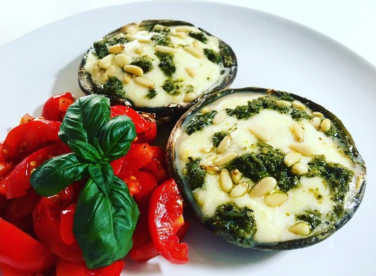 Vegetarisch: gevulde portobello met mozarella en pesto