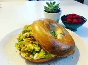 bagel met avocado- eiersalade