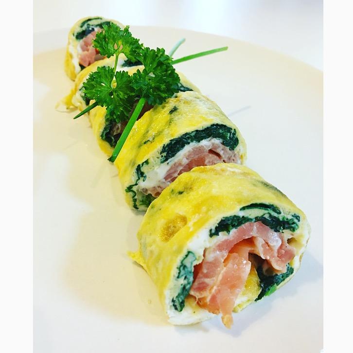 eggrolls met gerookte zalm, spinazie en philadelphia