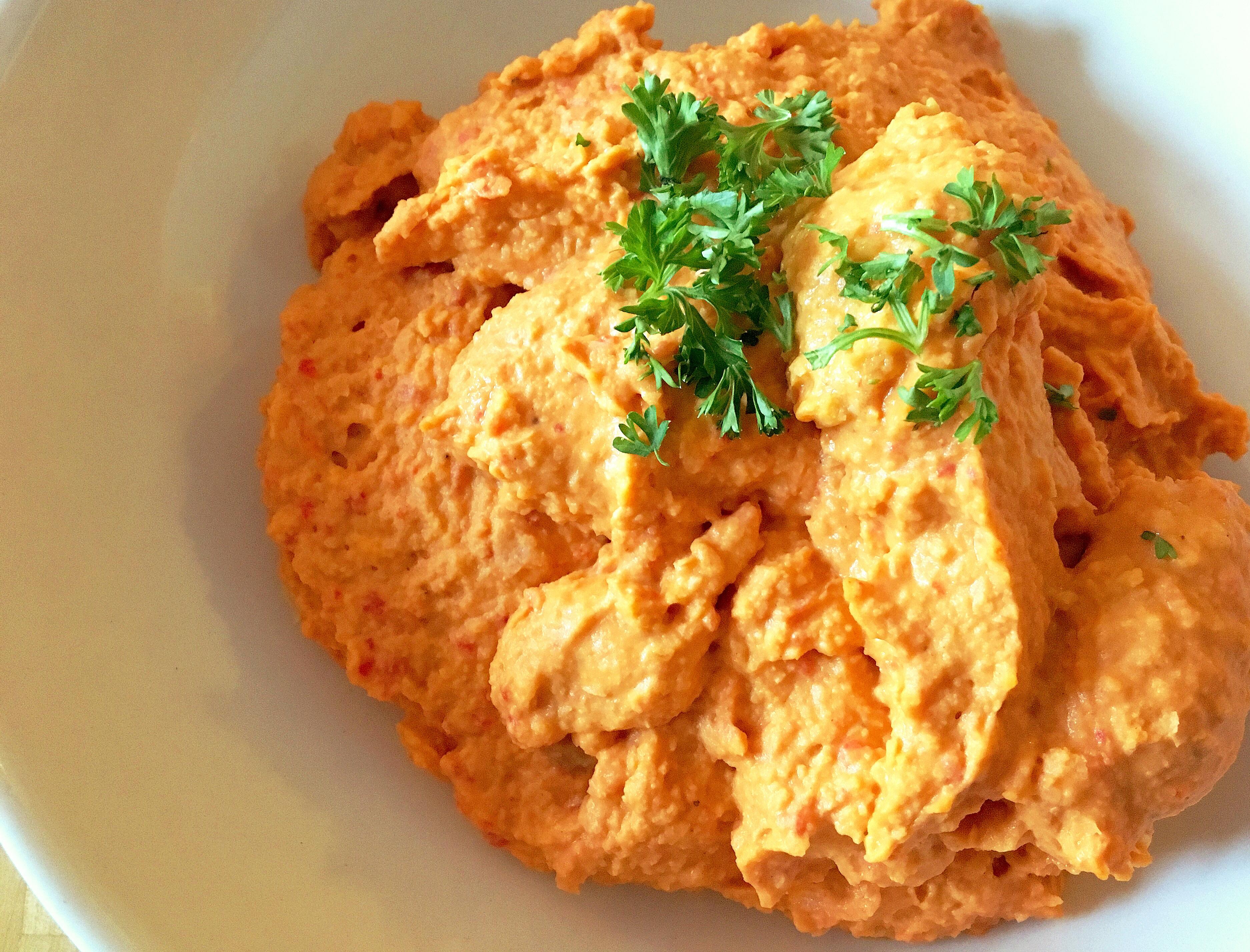 Hummus met gegrilde paprika en knoflook