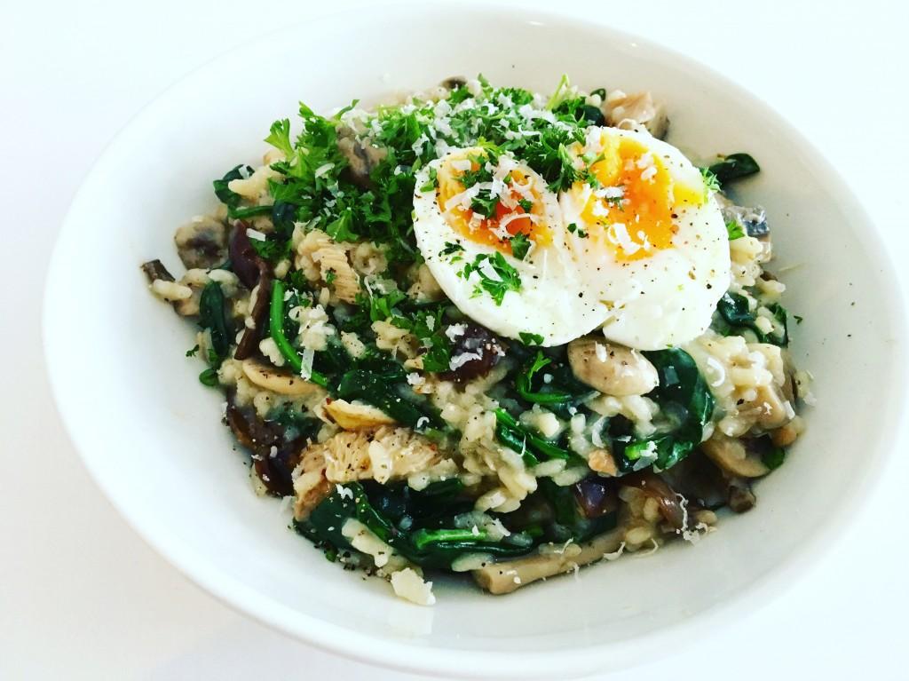 lekker vegetarisch: truffelrisotto met een zachtgekookt ei