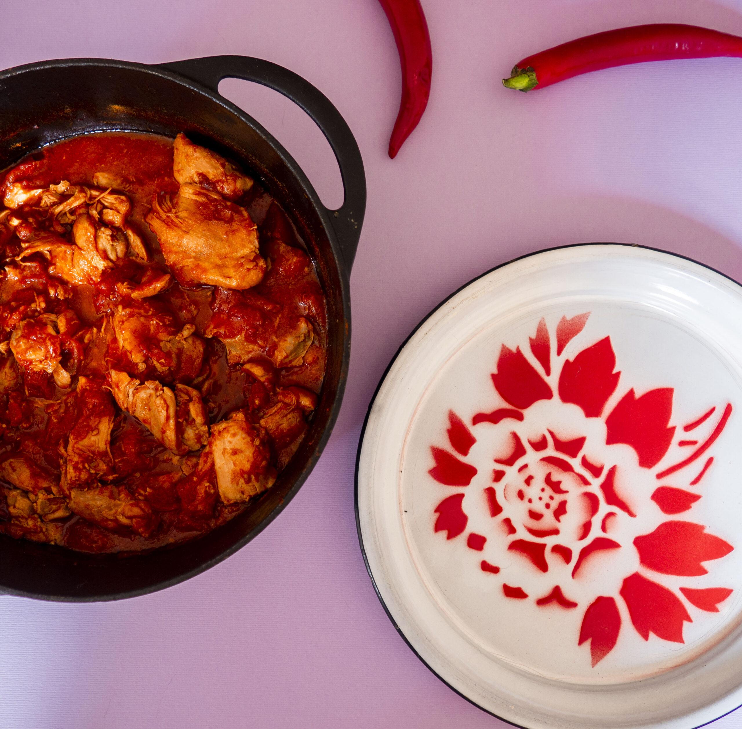 Licht pikante kip met tomaat- boemboe roedjak