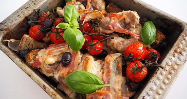 Eenvoudige ovenschotel met kip en brood