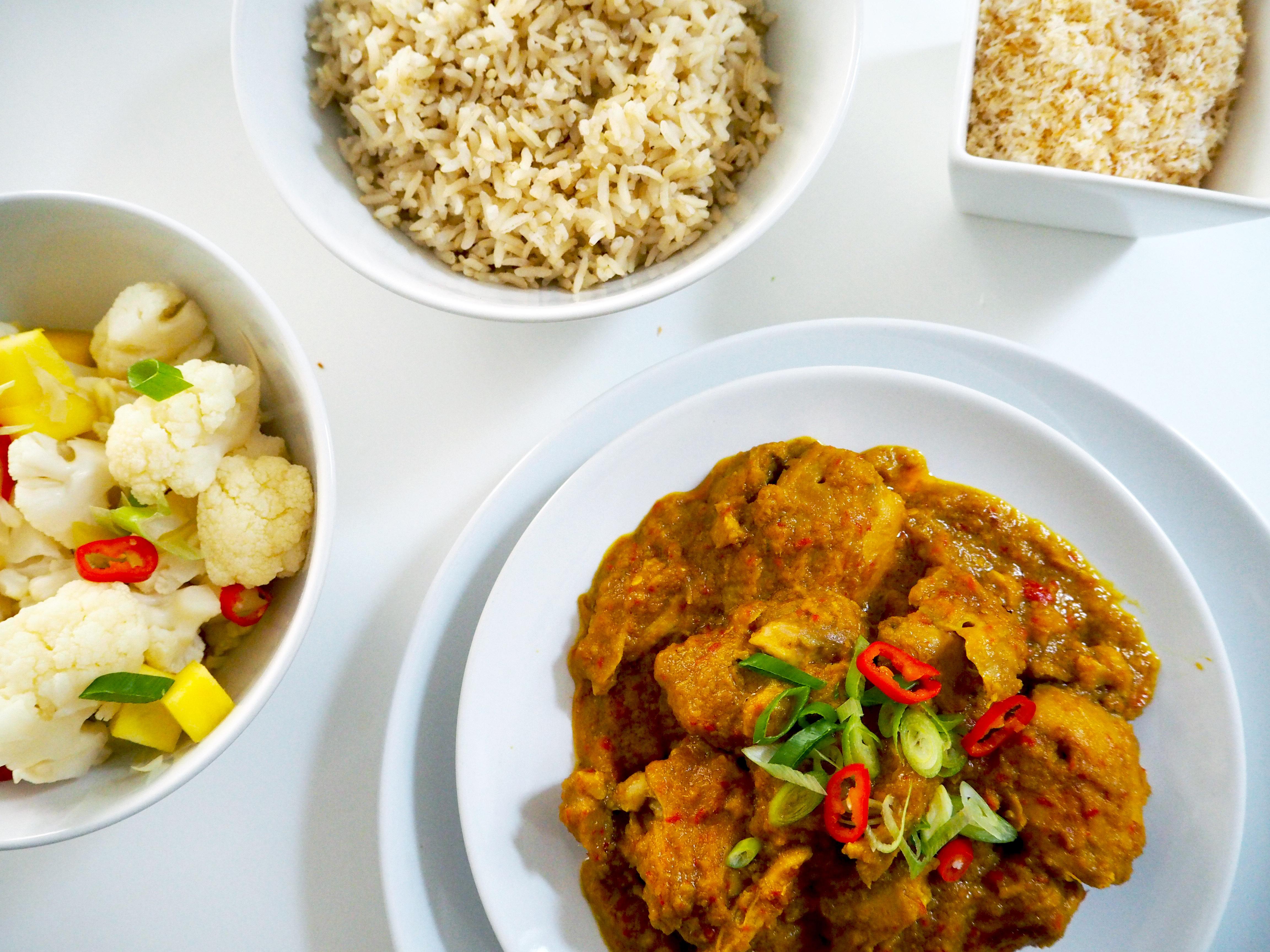 Indisch eten: Rendang Ajam met zoetzure bloemkool