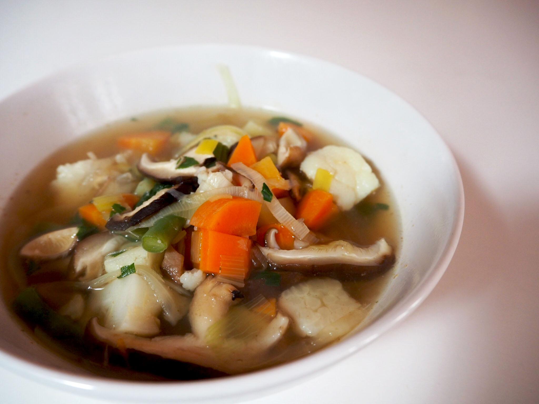 Rijkgevulde groentesoep met shiitake