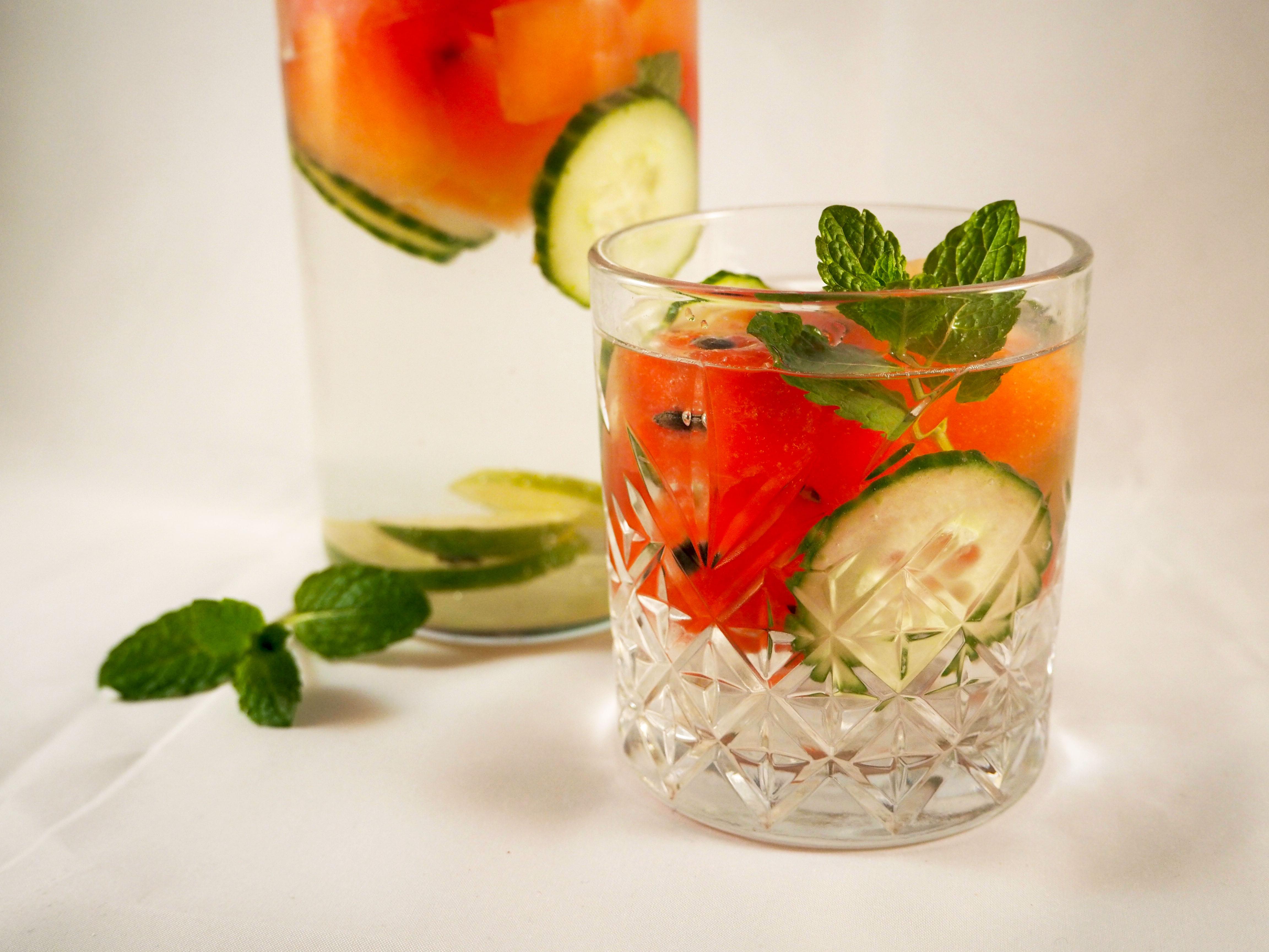 detoxwater met watermeloen en komkommer
