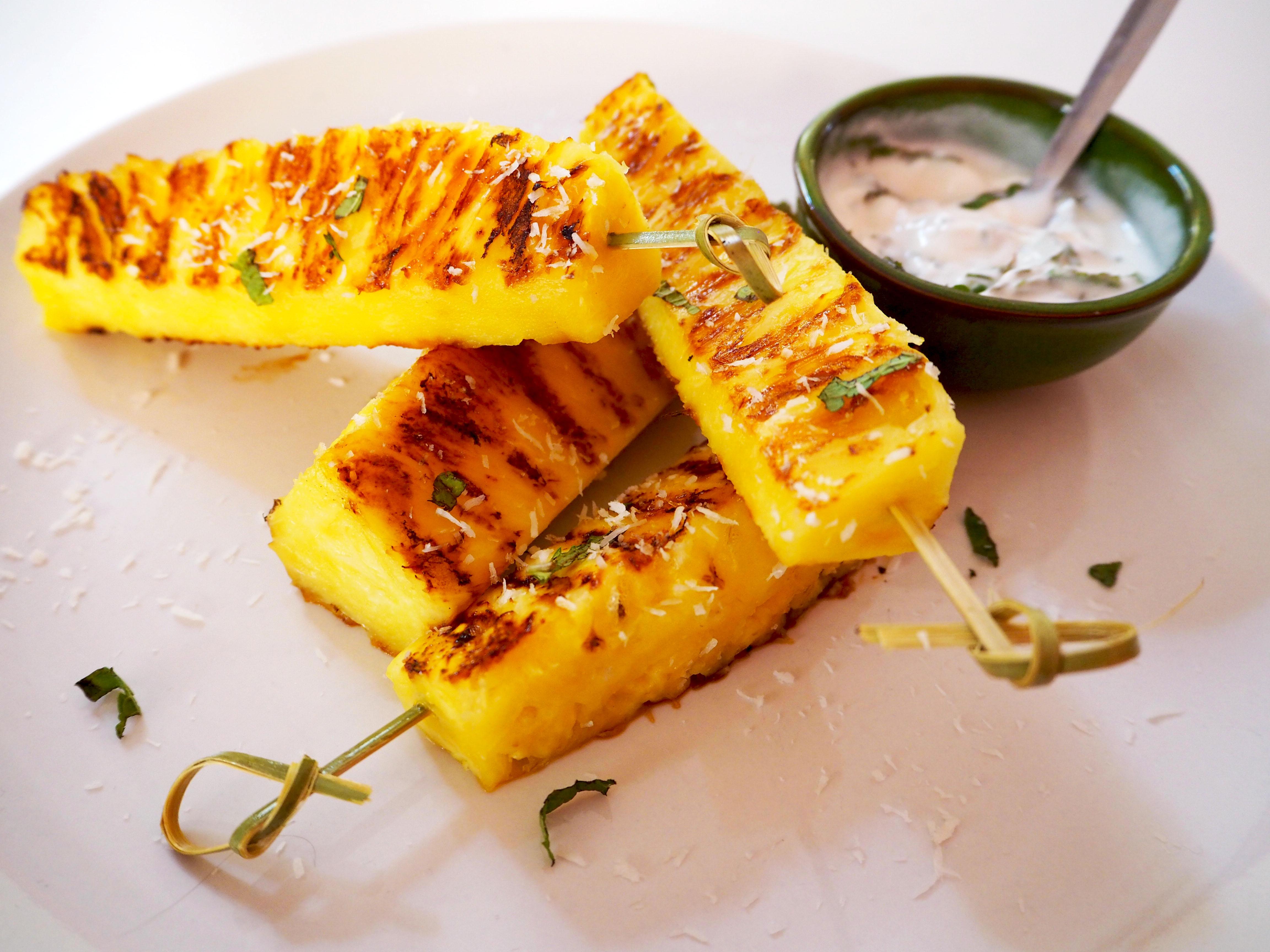 gegrilde ananas van de barbecue