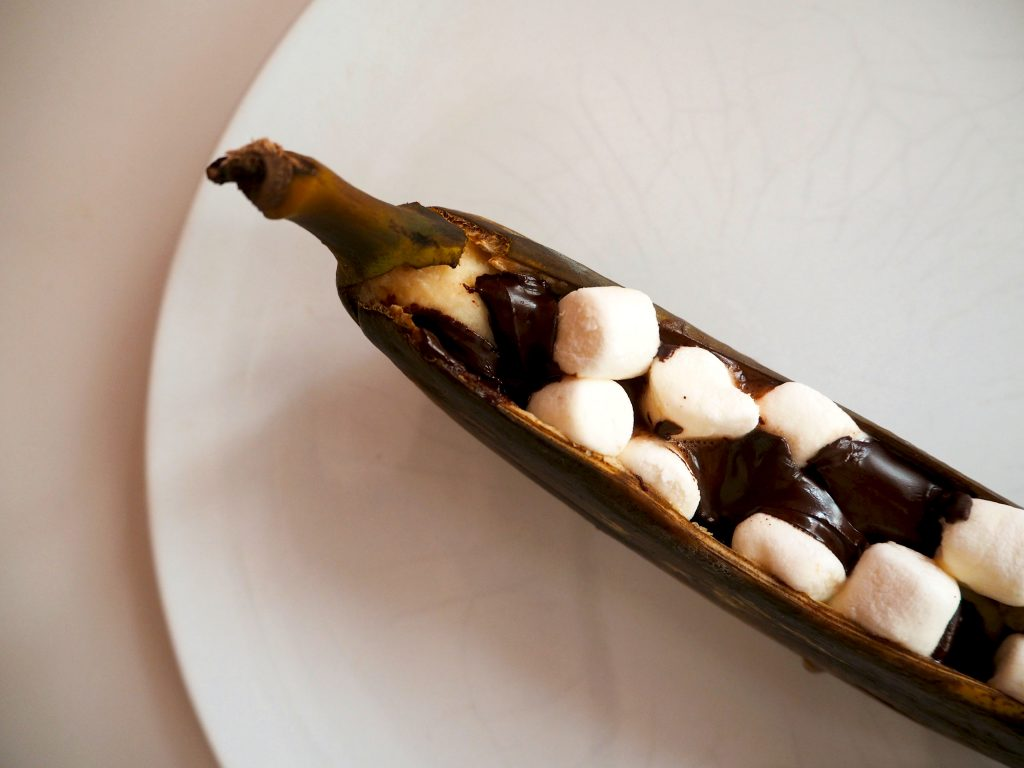 BARBECUE TIP: banaan met marshmallows en pure chocolade van de grill