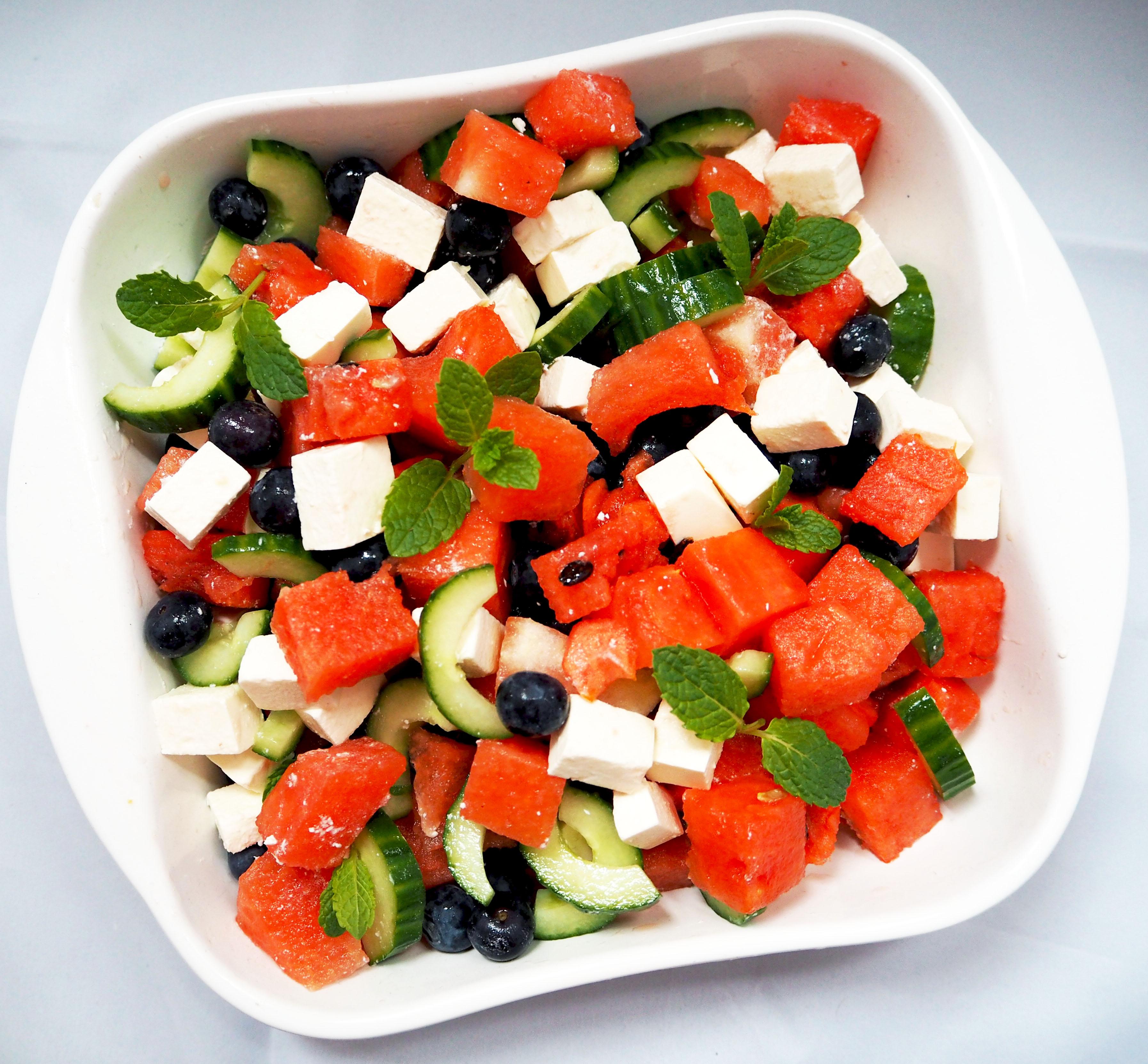 watermeloen salade met feta en blauwe bessen