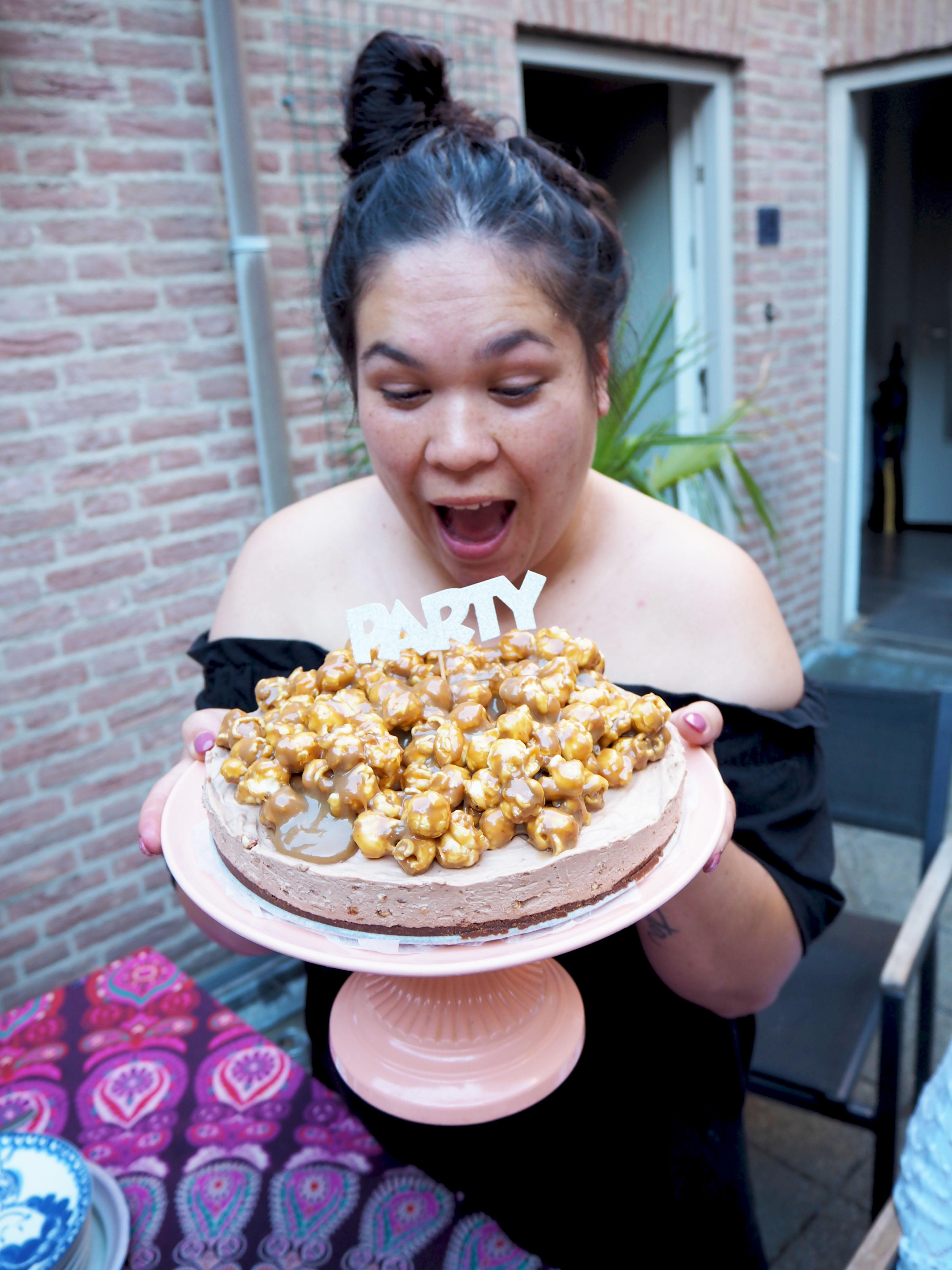kuukskes verjaardagstaart karamel popcorn