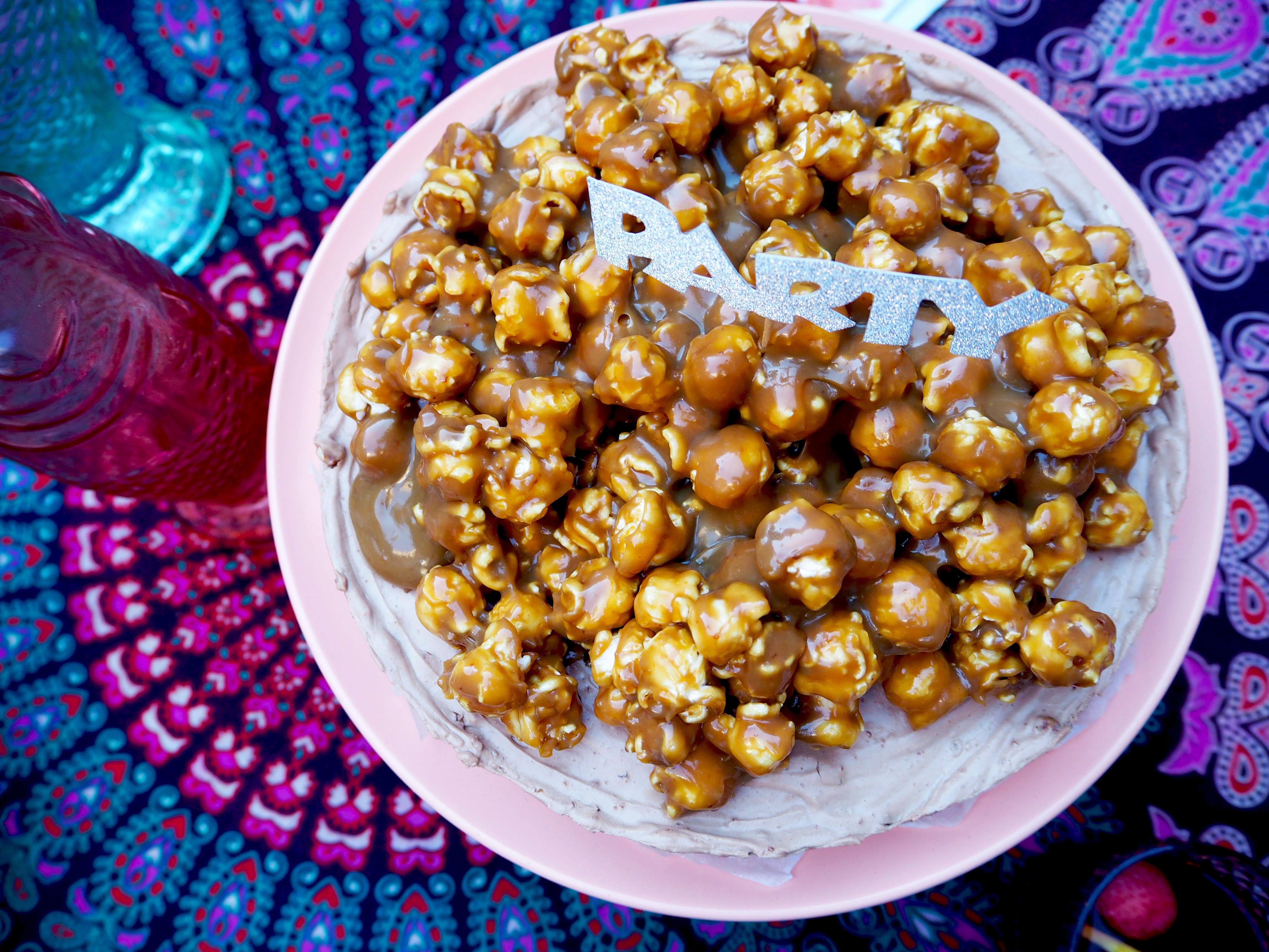 popcorn karamel chocoladetaart
