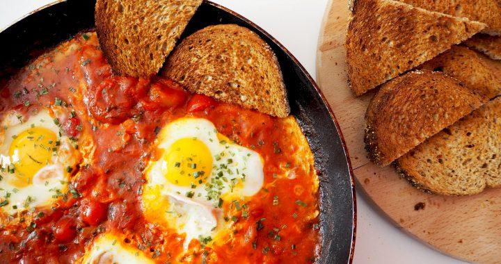 #vriendenvanAH: Shakshuka, een hartig ontbijt met ei en tomaten
