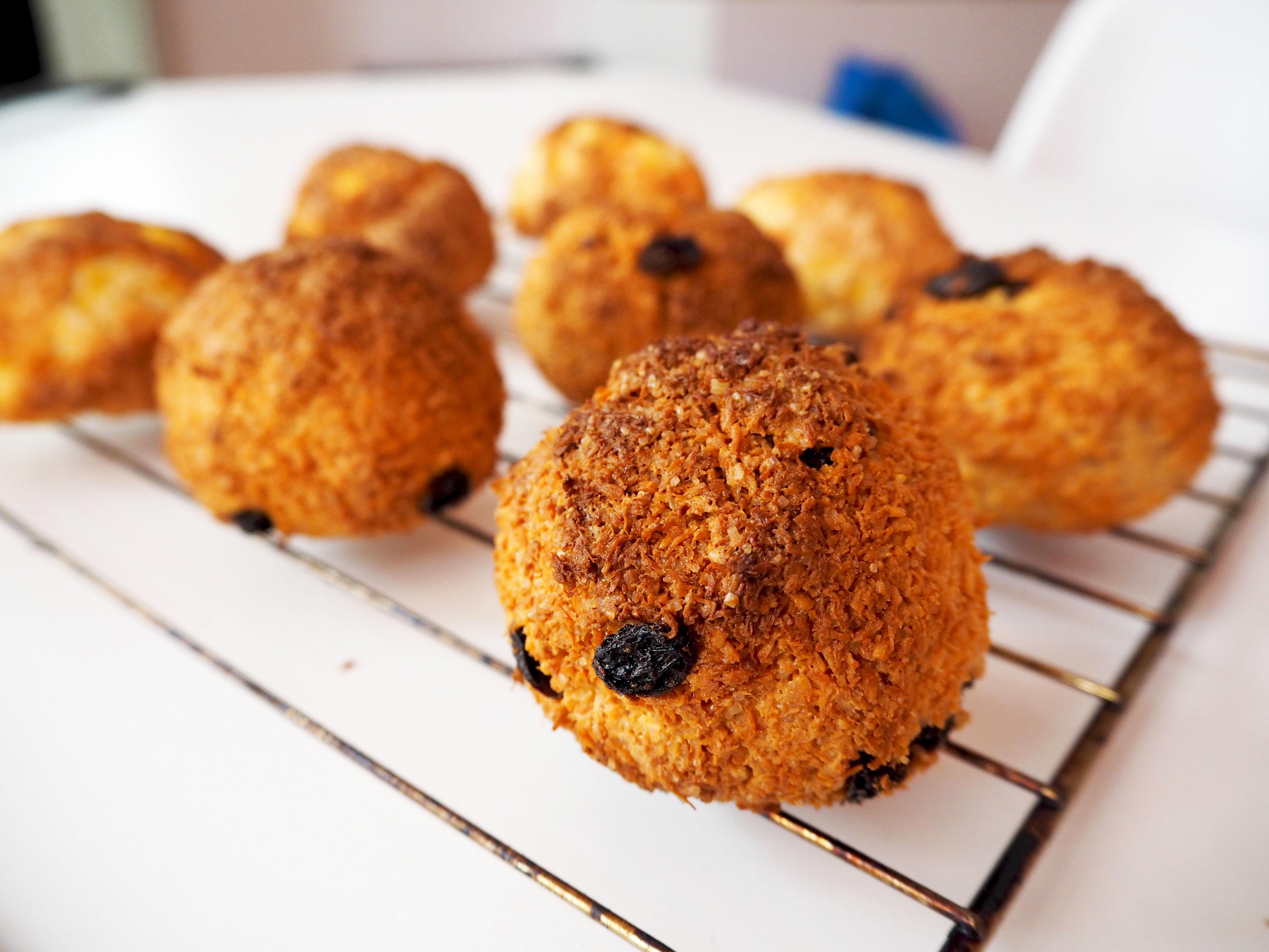 kokosbollen met sayah spekkoek likeur en rozijnen