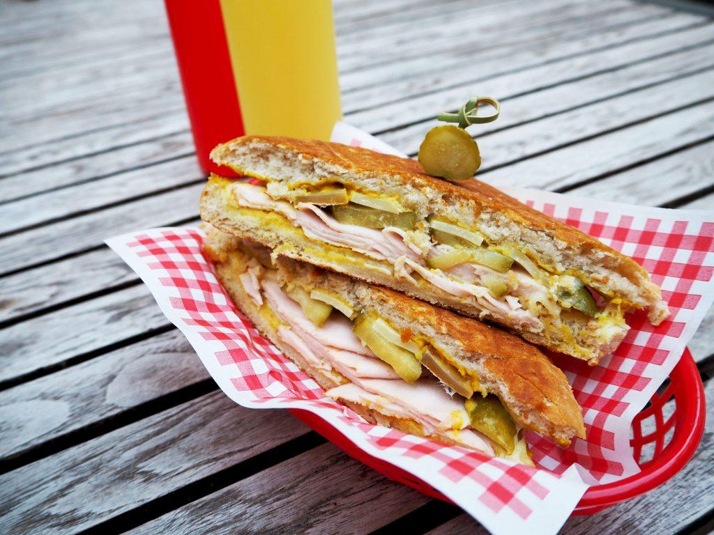 Cuban Sandwich met kalkoenfilet en Gruyère kaas