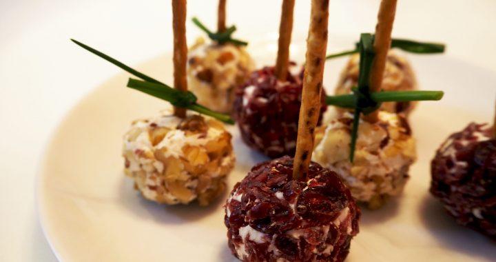 BORRELTIP: Heerlijke geitenkaasballetjes met noten en cranberries