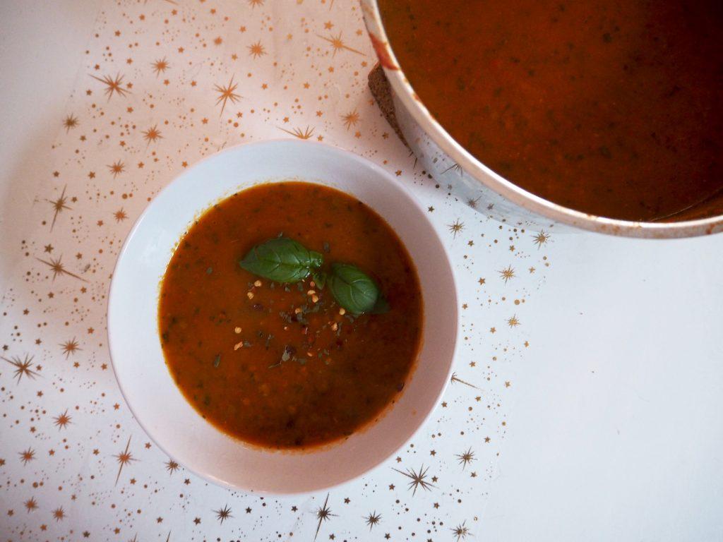 VEGAN: Winterse tomatensoep met pit