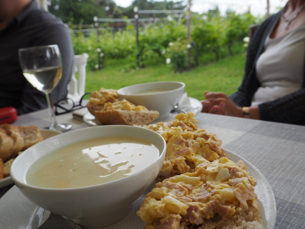 Genieten van het goede leven bij wijn- en aspergeboerderij de Santspuy