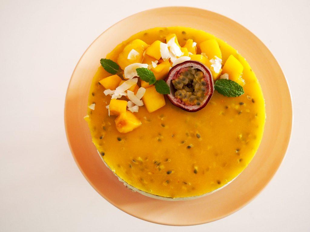 zomerse kwarktaart mat mango en passievrucht
