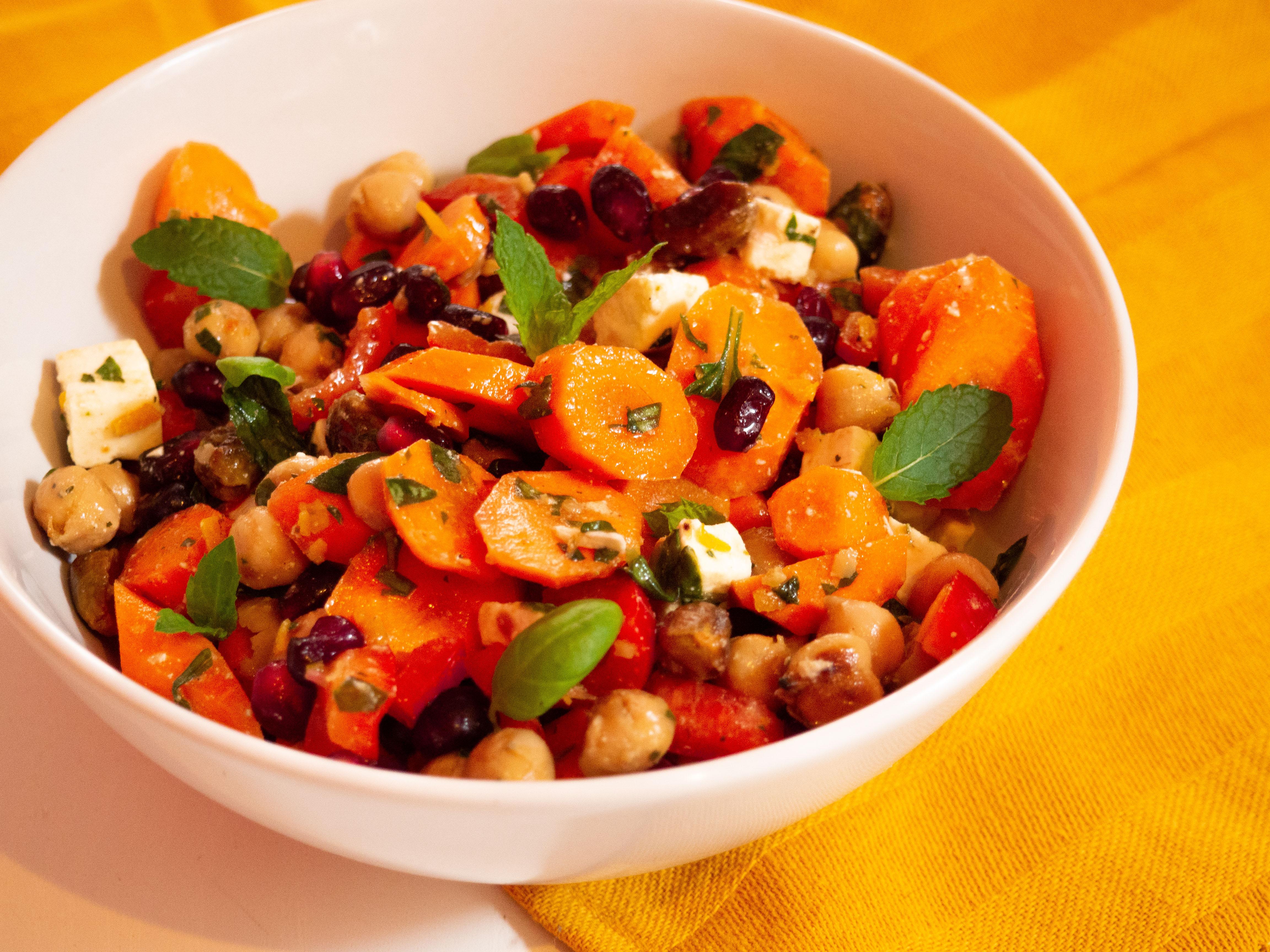 wortelsalade met kikkererwten en pistache