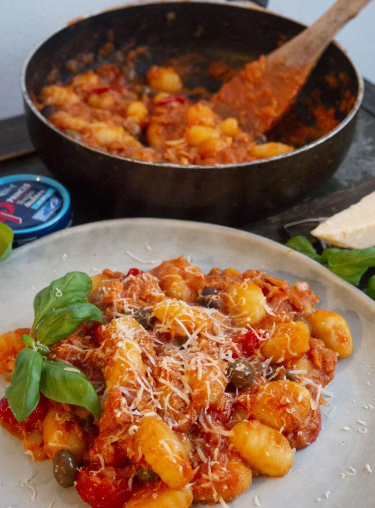 Gnocchi met tonijn, tomaat en Taggiasche olijven + win-actie