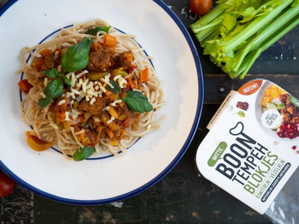 Vegetarische spaghetti bolognese met BOON tempeh blokjes